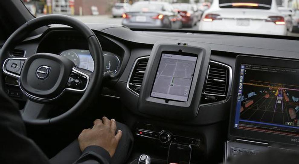 Auto a guida autonoma, via ai test anche in Italia