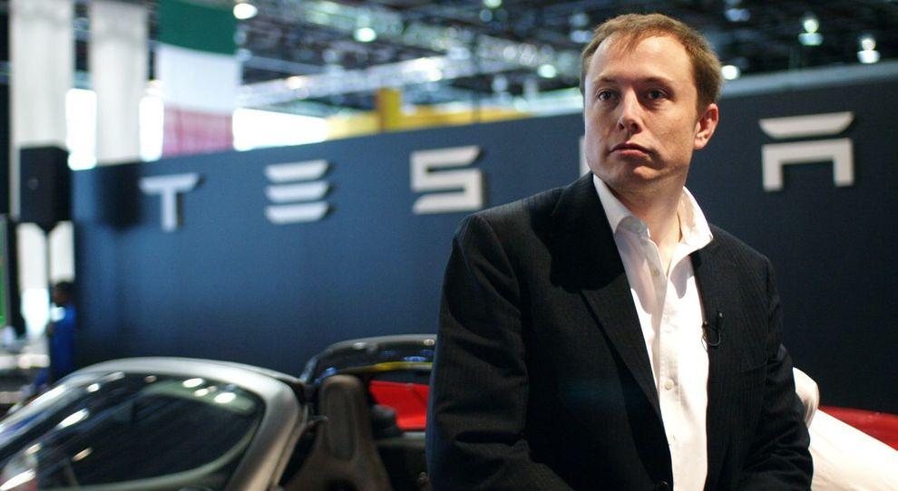 Elon Musk provocato su Twitter cancella pagine Facebook di Tesla e SpaceX